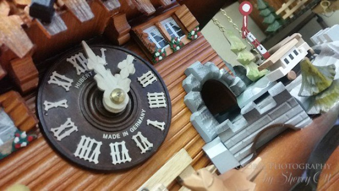 black forest cuckoo clocks manufacturing